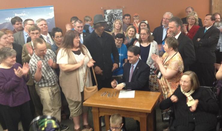 S-R bill signing1